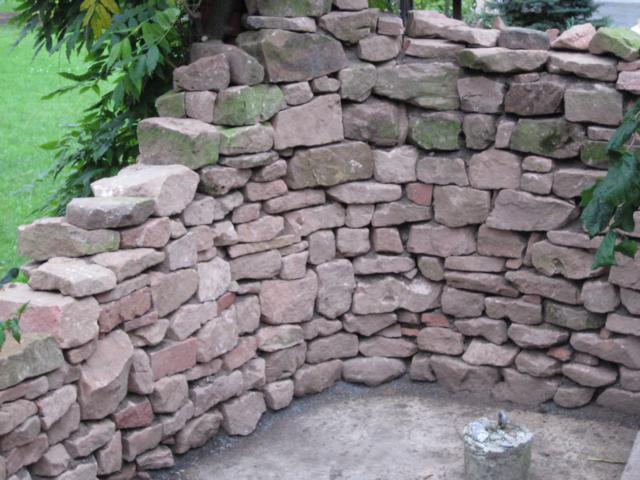 Basaltnatursteinmauer